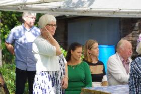 Päivi, Katja, Minna ja Matti kuulolla 70-v juhlassa